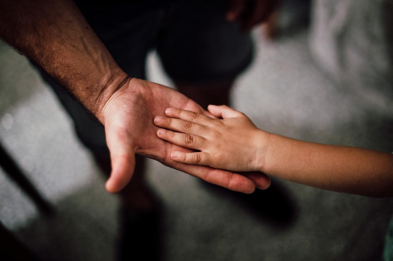 muzska a detska ruka